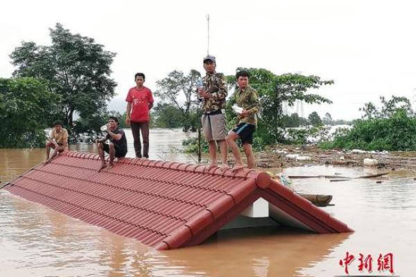 老挝溃坝洪水冲向邻国柬埔寨 柬数千居民被迫迁移