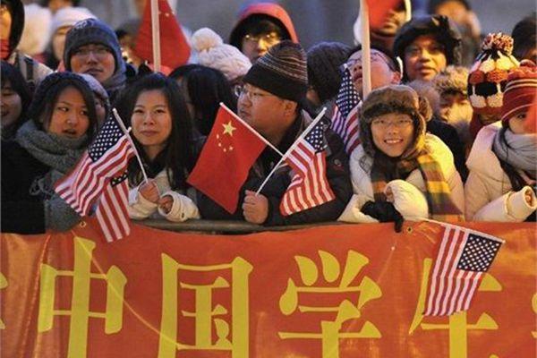 港媒:中国留学生回国,有的成功有的踉跄