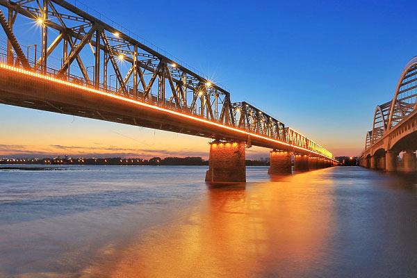 """哈尔滨:三伏天热了""""网红""""桥"""