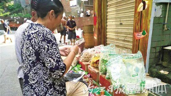 康帅博、治治瓜子……傍名牌产品农村横行,产证齐全监管困难