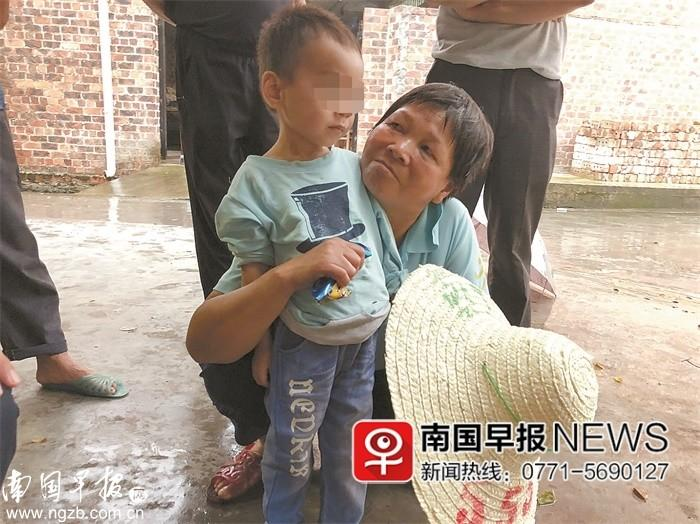 老人被发现在家中死亡多日 小孙子靠喝自来水幸存