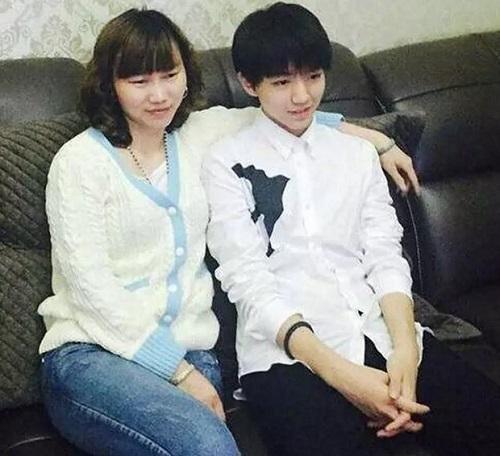 蔡徐坤妈妈,王俊凯妈妈,谁的妈妈最美?