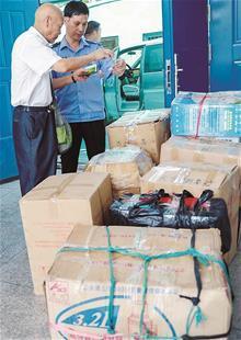 花近40万买保健品 老人带七大箱保健品住进救助站