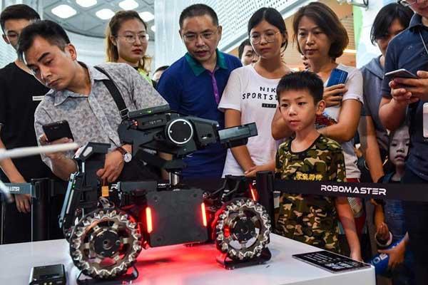 华南理工大学获2018年RoboMaster机甲大师赛冠军