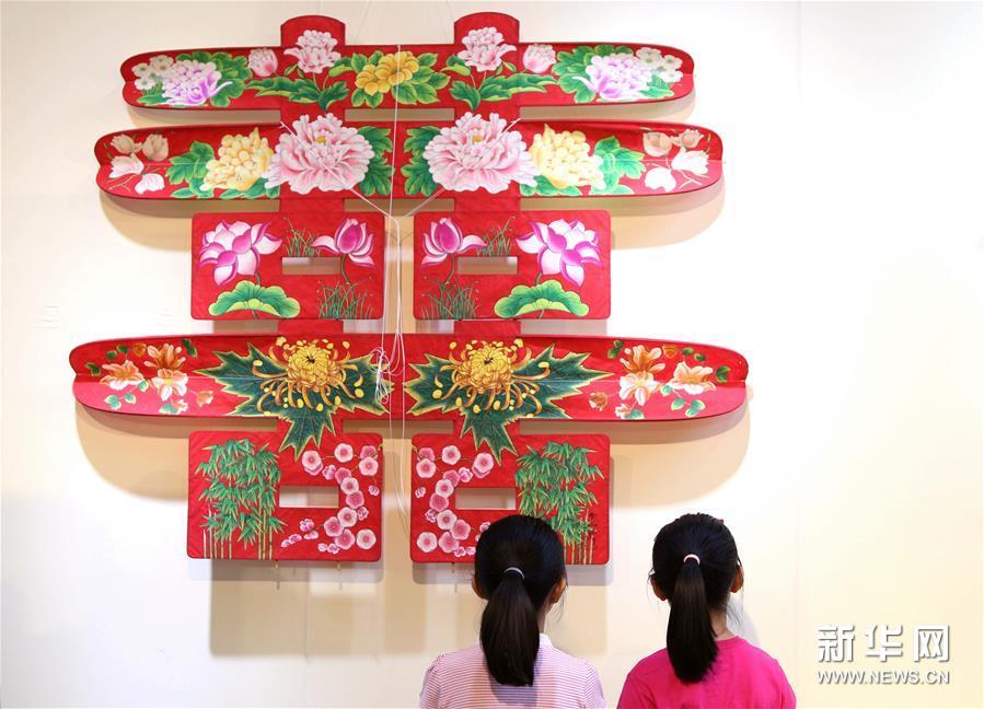 第六届北京文学艺术品展示会开幕