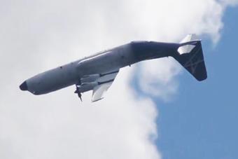 螺旋桨运输机还能这样飞?空中翻跟头这招绝了