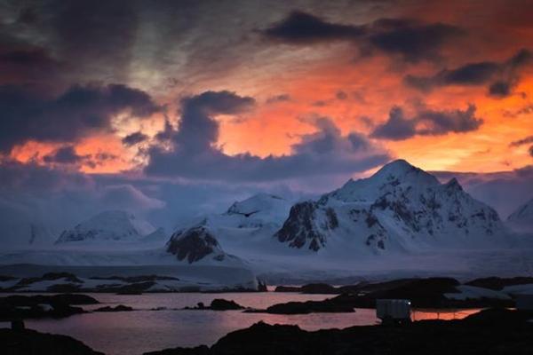 科学家破解出现在南极上空奇异现象:重力波涟漪
