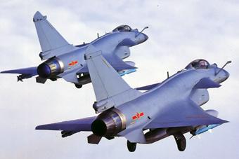 歼10B和歼10C比翼双飞 你看出区别在哪了吗
