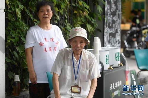 杭州:免费凉茶摊 接力坚守41年