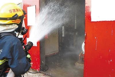 鏖战4小时,平凉消防成功处置氨气泄漏事故