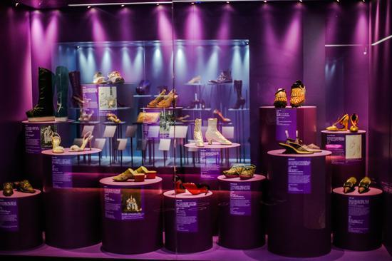 《鞋履:乐与苦展览》展区