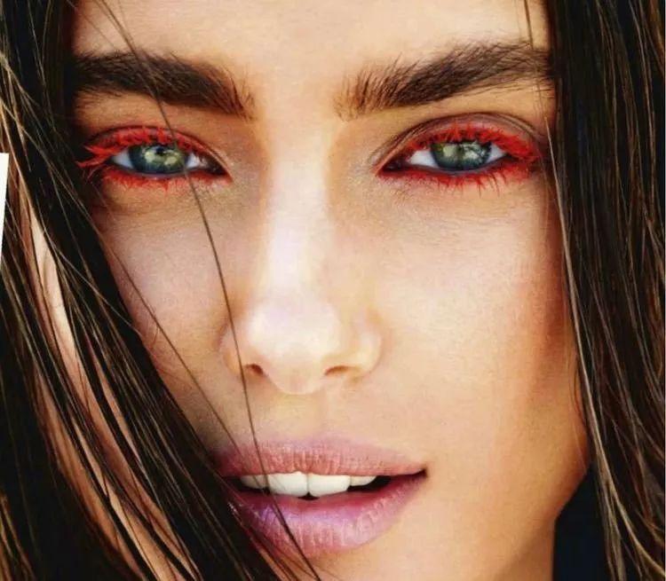 蕾哈娜Karlie Kloss喜提彩色睫毛,要不你也来一个?