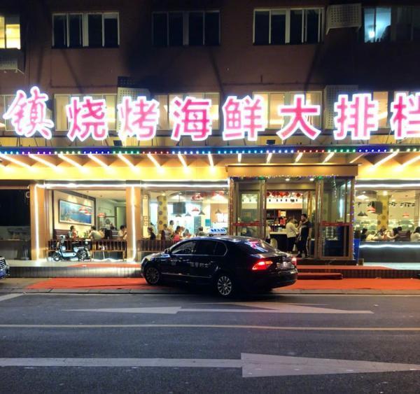 青岛的哥与饭店勾结拉客:称直供青岛啤酒,提成达30%