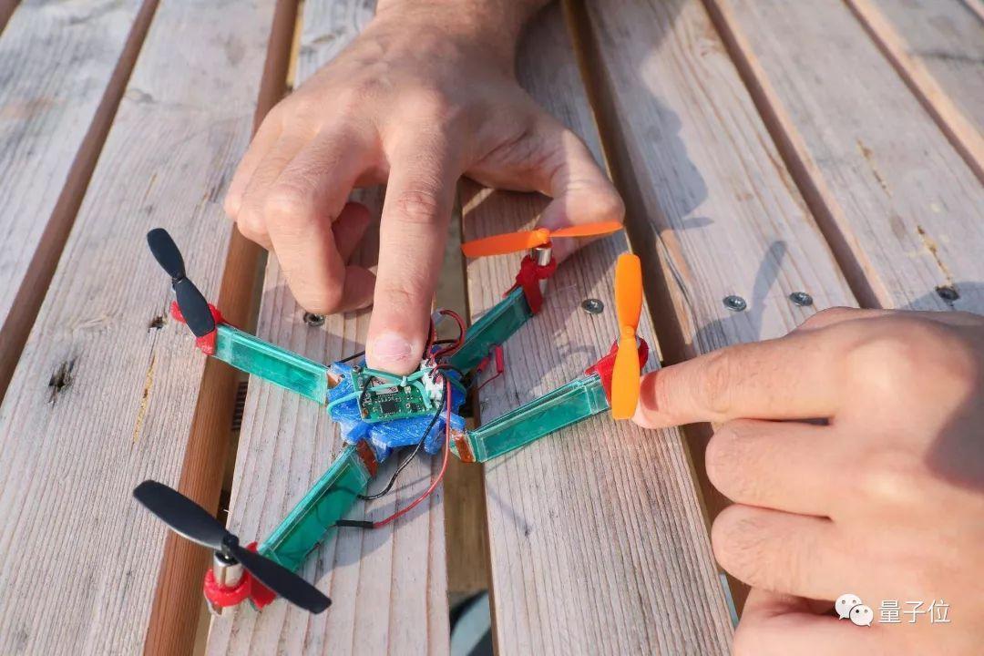 瑞士科学家造出了撞不坏的无人机丨Science Robitics