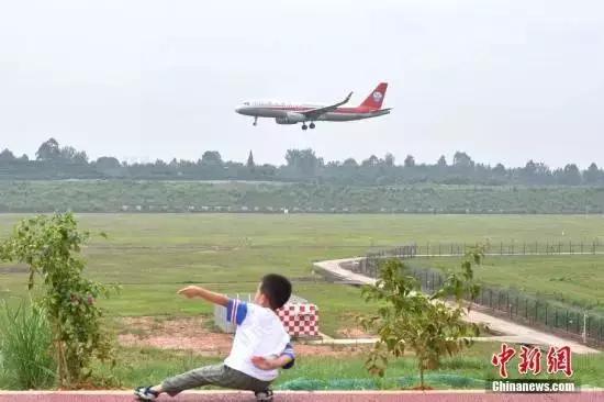 """坐飞机能买""""占座票""""了,网友:是满足刚需还是有钱任性?"""
