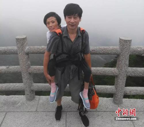 丈夫背渐冻症妻子走遍半个中国:我会一直陪她 走到哪算哪