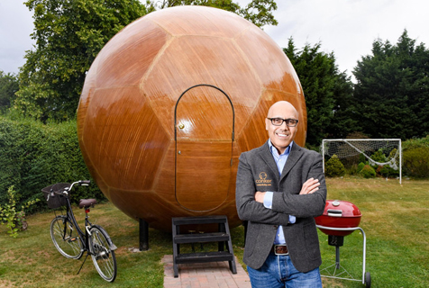 英工程师打造球状小屋 放在后花园就成一个家