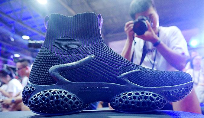 3D打印篮球鞋正式亮相  科技感十足引市民围观