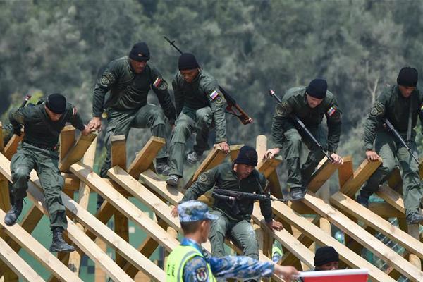 海上登陆赛障碍赛打响 中国队包揽前3名