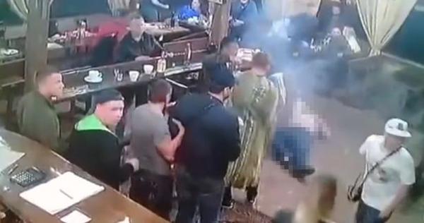 俄罗斯黑手党头目出狱聚会上被刺客枪杀