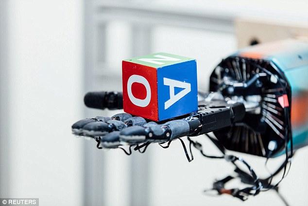 马斯克支持的AI公司研发机械手 灵巧性与人手媲美