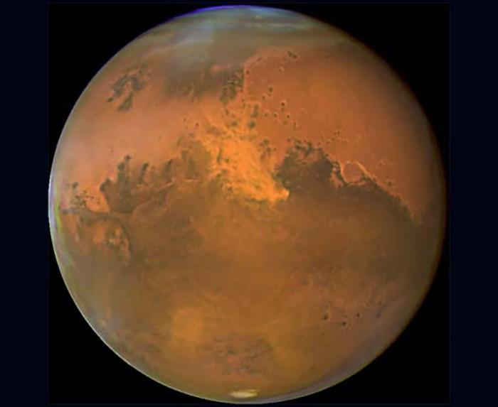 火星与地球距离迎来近15年最近:在夜空绽放光彩