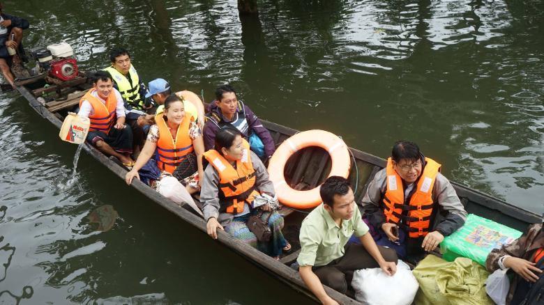 缅甸洪水致10人死亡 10万多人被迫逃离家园