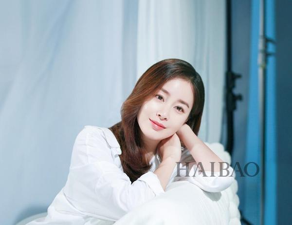 打败宋慧乔李英爱成为最受喜爱女明星,38岁的金泰熙不愧是韩国第一美女