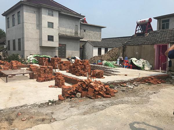 江苏百余户村民房屋建一半被叫停 官方:未获许可
