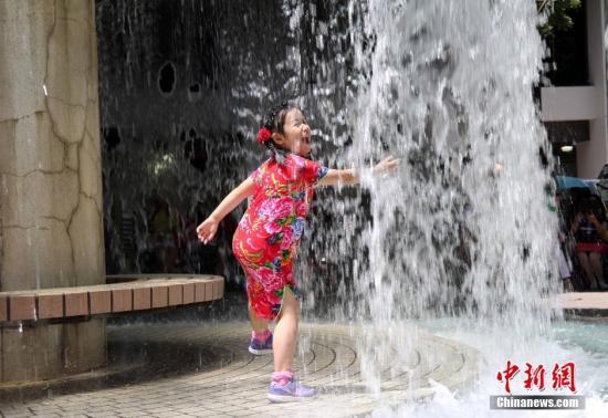 香港天文台发布酷热天气警告 本周将持续酷热
