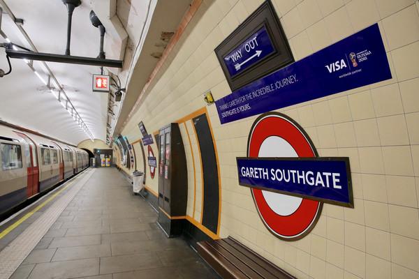 伦敦地铁内高达40℃引不满 官方:空调车再等12年