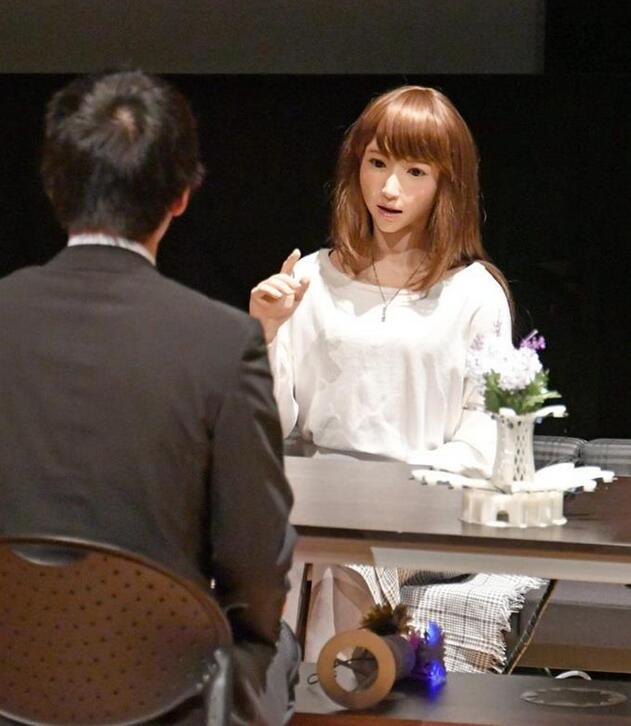大阪大学团队展示美女机器人 能持续自然对话