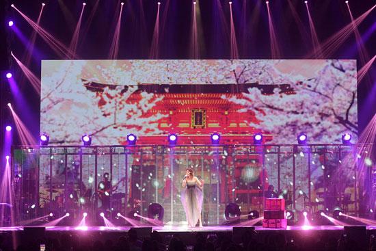 陈慧琳音乐会与歌迷互动 仙女山音乐节再度开唱