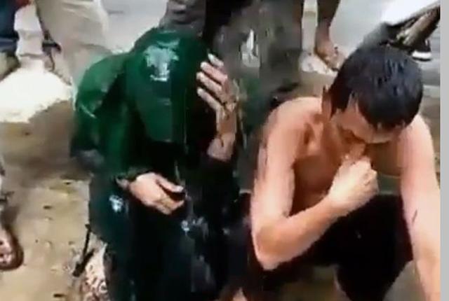 印尼年轻男女发生婚外性行为遭愤怒群众泼污水