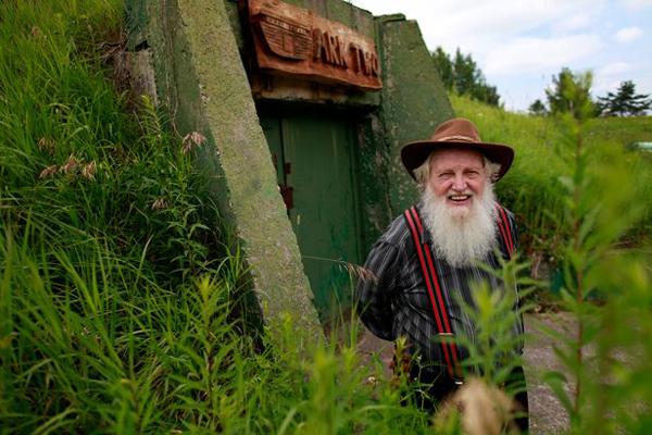 """加拿大一老人地下建""""诺亚方舟""""应对世界末日"""