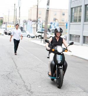 纽约首推共享电动摩托车 使用者需持有驾照