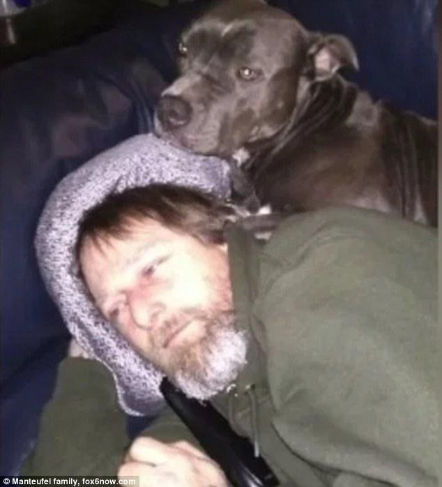 美国男子因爱犬舔舐患病四肢遭截