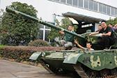 军迷耗资20万元 一个半月造出仿真99式坦克