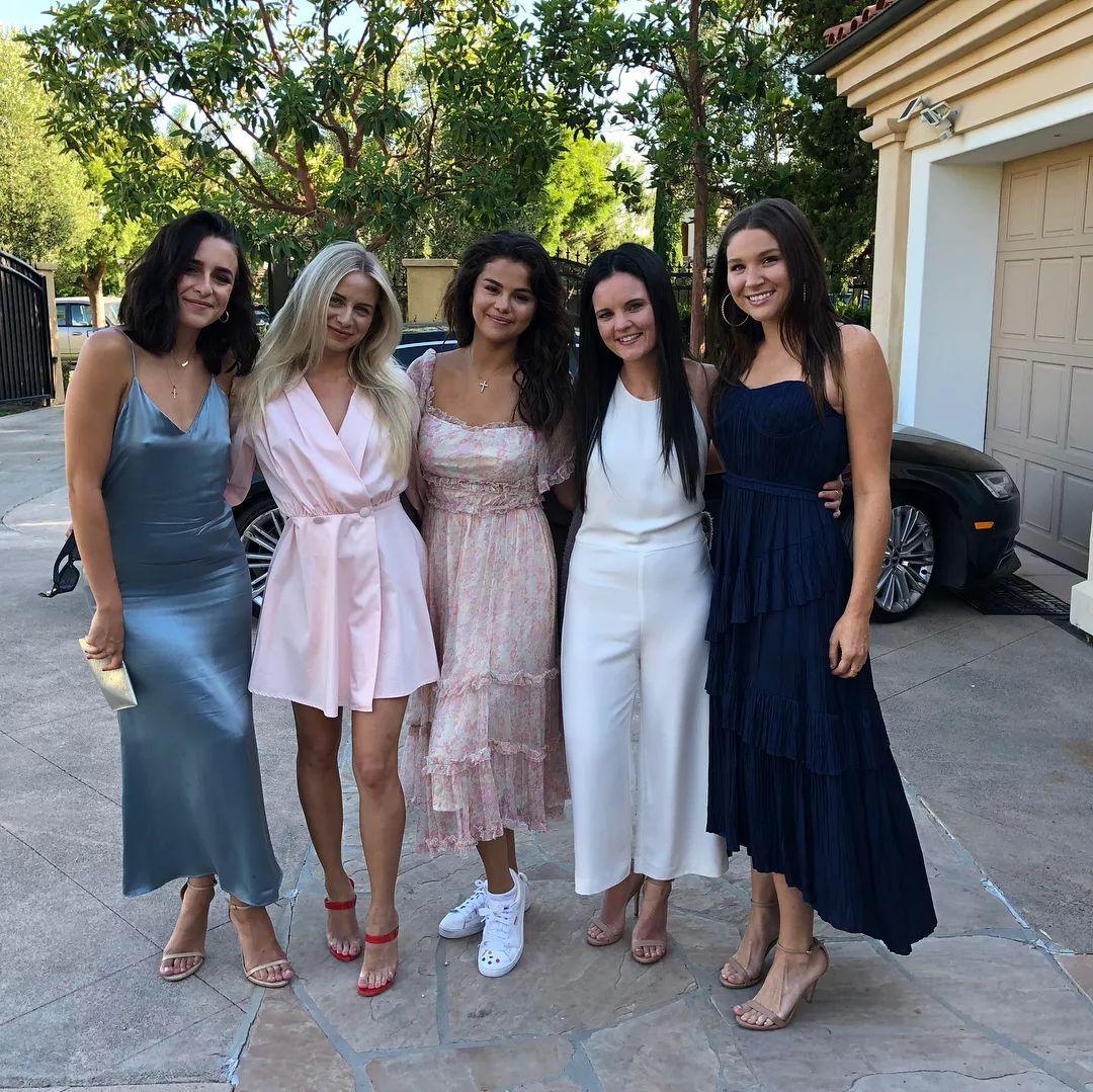 Selena Gomez仅用13分钟就收获百万点赞,ins坐拥1.39亿粉丝的傻脸娜时尚博主人设不倒!