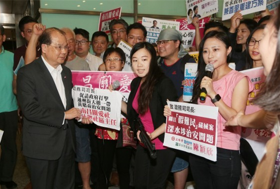 """难民营变""""枪械库"""" 香港市民团体请愿促严打假难民"""