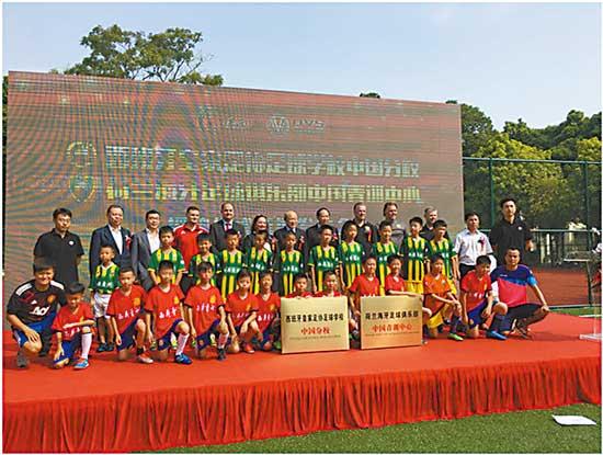这所学费全免的足球学校 要将小孩送往欧洲踢球