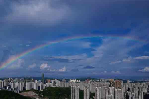 贵阳市上空出现彩虹景观