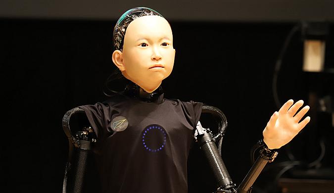 """日本学者研发智能机器人 举止类人还会现场""""采访"""""""