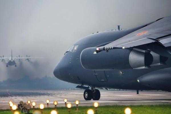 西部战区空军某师开展飞行训练锤炼部队作战能力
