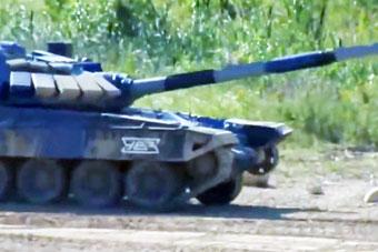 战斗民族本色:俄军坦克履带脱落 依旧夺下第一