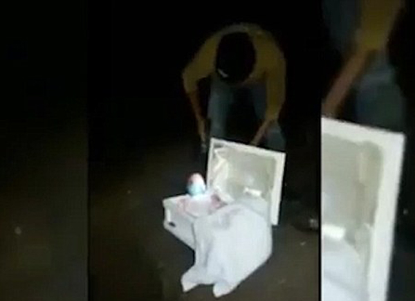 洪都拉斯女子谎称怀孕孩子夭折 男友开棺见玩偶
