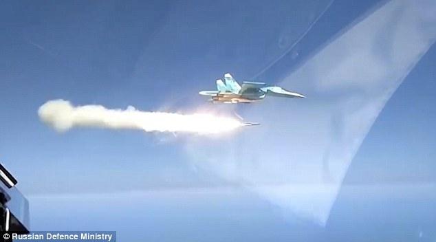 """俄军演视频展示AS-17""""氪""""空地导弹强大火力"""
