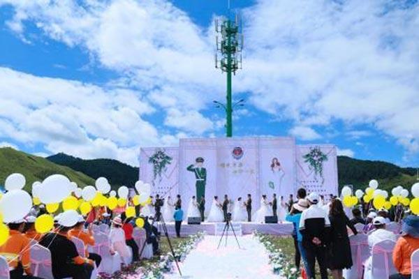 甘肃甘南消防官兵举行集体婚礼 新人情定草原