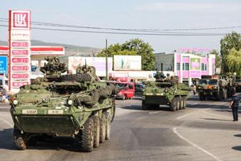 美军装甲车开进格鲁吉亚 13国集结俄家门口军演