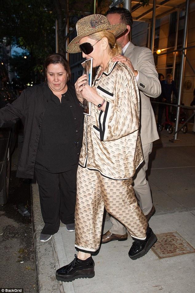 59岁麦当娜穿睡衣现身纽约